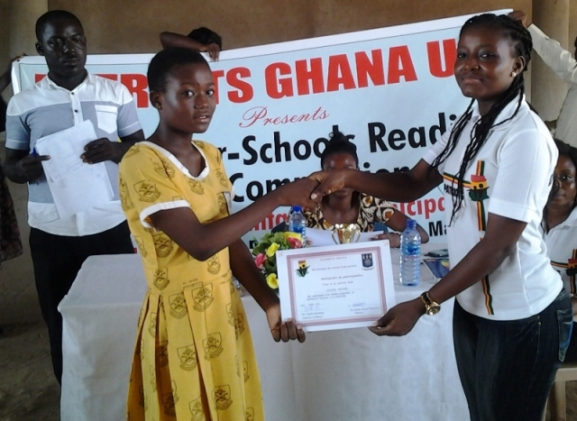 Participant from Queen of Peace school receives her certificate