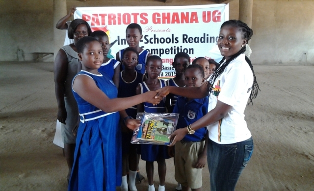 UG president presents award to second placed school 2